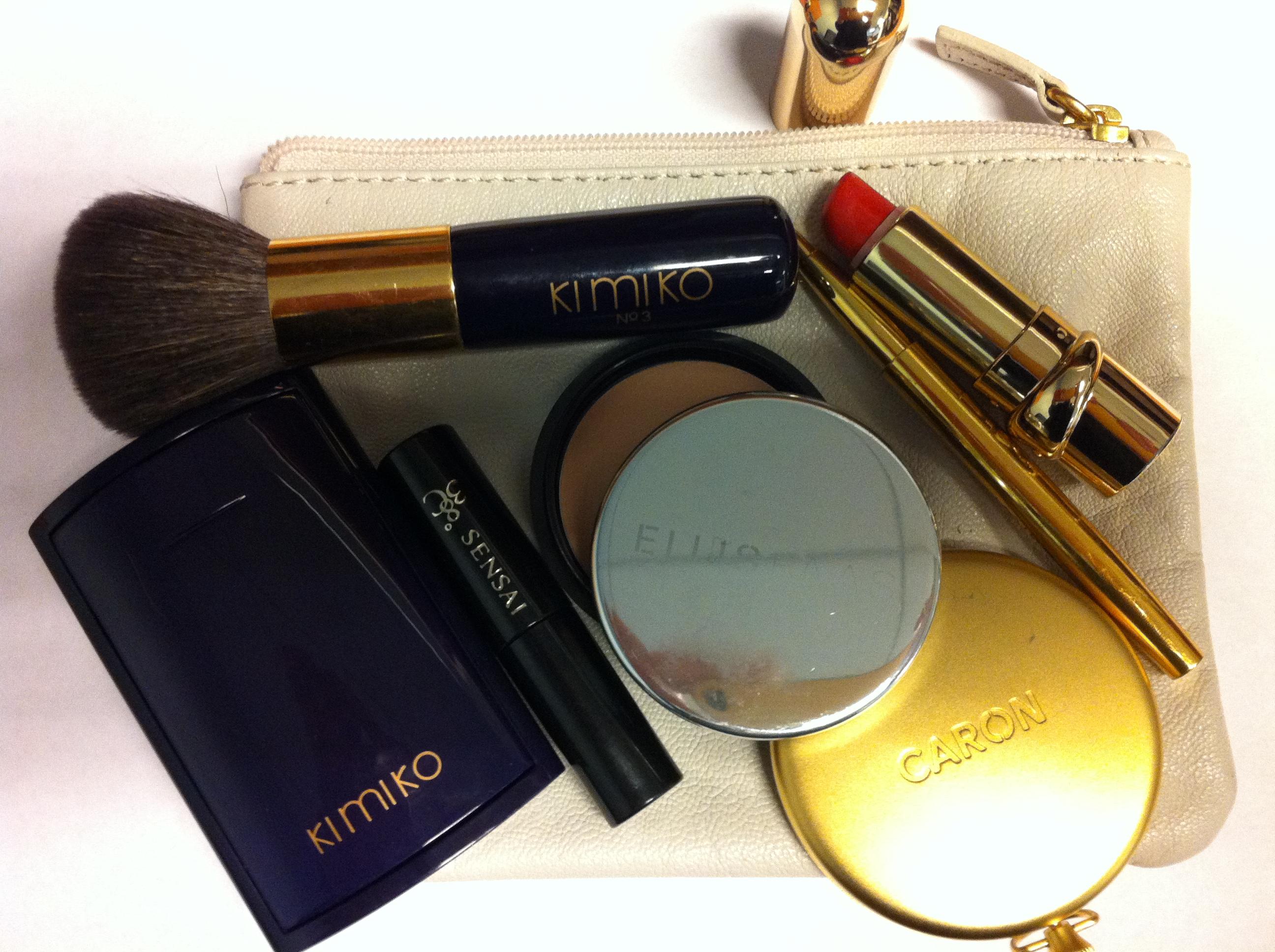 My Makeup Bag – Glamour Essentials